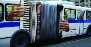97efe3a7fc_1419424018_Deze-14-creatieve-reclames-op-bussen-maken-reizen-met-het-OV-veel-leuker__shre