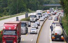 Vrachtwagens op de automatische rem